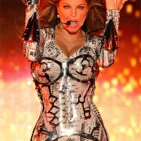 Black Eyed Peas singer Fergie ins silver and black dances on stage